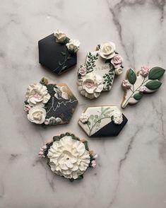 Fall Cookies, Christmas Sugar Cookies, Iced Cookies, Cute Cookies, Sugar Cookie Royal Icing, Cookie Icing, Cookie Bouquet, Flower Cookies, Wedding Sweets