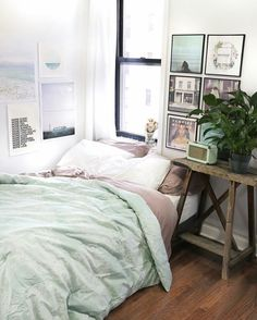 Urban outfitters room decor urban bedroom ideas outfitters on crafty Urban Bedroom, Home Bedroom, Bedroom Decor, Winter Bedroom, Bedroom Ideas, Bedroom Storage, Wall Decor, Bedroom Mint, Messy Bedroom
