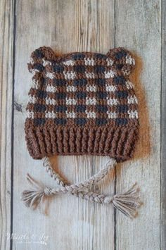 FREE Crochet Patterns: Get FOUR adorable woodland themed hats, made in fun and EASY crochet plaid: Fox, Bear, Raccoon and Deer. See other ideas and pictures from the category menu…. Plaid Crochet, Crochet Beanie Pattern, Crochet Baby Hats, Crochet Gifts, Cute Crochet, Crochet Dolls, Easy Crochet, Crochet Patterns, Crochet Slippers