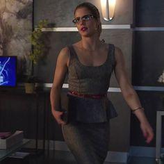 Felicity Smoak in Bebe on Arrow Arrow Felicity, Felicity Smoak, Emily Bett Rickards, Iris West, Office Looks, Role Models, Peplum Dress, Sexy Women, Style Inspiration