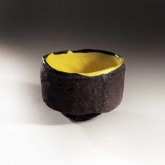 black_bowl_yellow_inside.jpg (2701×2701)