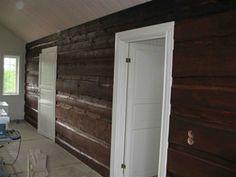 timmervägg inomhus - Google Search Log Homes, Bathroom Medicine Cabinet, Garage Doors, Google, Outdoor Decor, Modern, Home Decor, Timber Homes, Trendy Tree