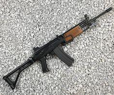 Military Weapons, Weapons Guns, Guns And Ammo, Military Brat, Assault Weapon, Assault Rifle, Light Machine Gun, Machine Guns, Tactical Survival