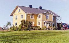 Urshult  Mooi en groot vakantiehuis op een grondstuk aan het meer Åsnen. Voor het vakantiehuis bevindt zich de steiger met boot. In het meer en in de rivier Mörrumsån 7 km bevinden zich grote vissen. Ruimte om vis te reinigenen wasdroger in de kelder. Het huis ligt naast SE-7640 en het restaurant Ladan. De steiger wordt gemeenschappeliijk gebruikt met SE-7640.  EUR 749.00  Meer informatie  #vakantie http://vakantienaar.eu - http://facebook.com/vakantienaar.eu…