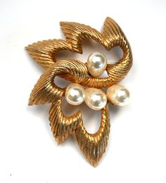 Pearl Gold Brooch Signed Marvella Abstract floral mid century Atomic Brooch pin by serendipitytreasure Vintage Pins, Etsy Vintage, Vintage Jewelry, Antique Jewelry, Antique Brooches, Gold Brooches, Gemstone Brooch, Beaded Earrings, Indian Jewellery Online