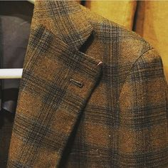 The natural perfection of a neapolitan jacket by @sartoria_dalcuore , all handmade, all made with the old technics handed down from one generation to another #bespoke #neapolitan #jacket #handmade #sartoriadalcuore #madeinitaly #dandy #perfection #tailor #proudtobeitalian #generation #checks #style #menswear #dandyetiquette