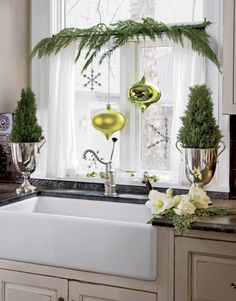 Sweet and Simple Christmas Kitchen Window Decor