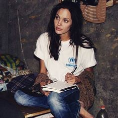 Angelina Jolie says looks dont matter if youre not intelligent in blunt new interview 90s Fashion, Trendy Fashion, Trendy Style, Style Fashion, Beyonce, Pretty People, Beautiful People, Icon Girl, Model Tips