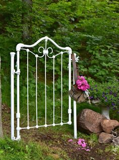 DIY: How to Make a Garden Gate from a Repurposed Crib - this is a great way to reuse an old crib - via Vin'yet Etc.