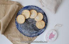Souboj kokosových mouk aneb kokosové sušenky rychle a snadně:) Pancakes, Cookies, Breakfast, Desserts, Food, Crack Crackers, Morning Coffee, Tailgate Desserts, Deserts