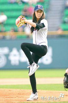 Soojung play baseball