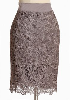 dreamy dusk lace skirt - love this skirt, especially the color - not sure if i can pull off a high-waist though Latest Fashion For Women, Womens Fashion, Jw Fashion, Vogue, Vintage Inspired Outfits, Cute Skirts, Classy And Fabulous, Flare Skirt, Dress Skirt