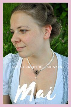 "Perlencollier ""Stefanie"" zählt zu unserem Trachtenschmuckset des Monats Mai. Schmuck Online Shop, Mai, Arrow Necklace, Jewelry, Fashion, Handmade Jewelry, Handmade Jewellery, String Of Pearls, Pearl Jewelry"