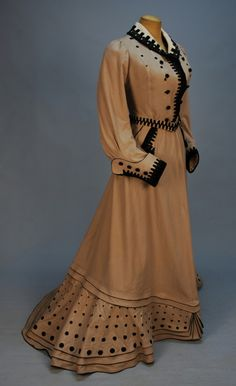 Promenade dress, 1900-1905. A dress specifically for promenading. I'm not even sure what that would be.
