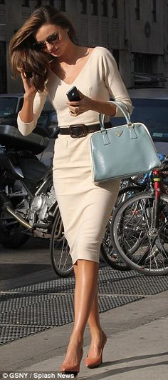 Miranda Kerr is angelic in white as she heads to Vogue for a business meeting | Mail Online