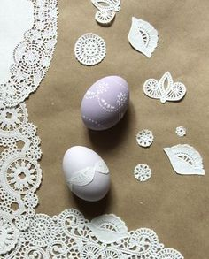 use paper doilies to mod podge on eggs