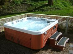 Lodge-Hot-Tub-Jets