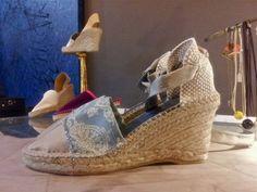 Alpargatas en algodón bordado con puntera de seda brillante; Diseño G+G