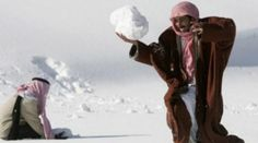 FENOMEN RAR în Emiratele Arabe Unite. Zăpada, motiv de UIMIRE şi BUCURIE pentru locuitori