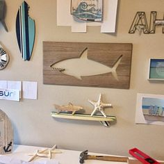 Planche de surf Table basse en bois surf Table Surf meuble 60 | Etsy Table Surf, Surfboard Coffee Table, Wooden Surfboard, Coffee Table Stand, Furniture Grade Plywood, House Plaques, Light Golden Brown, Vertical Or Horizontal, House Numbers