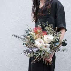 souiさんはInstagramを利用しています:「Bouquet。 オーダーありがとうございます。 . . #ブーケ #ドライフラワー #プリザーブドフラワー #プレ花嫁 #結婚準備 #結婚式準備 #挙式 #披露宴 #お色直し #前撮り #フォトウェディング #ウェディングブーケ #ブライダルブーケ #リースブーケ…」 Dried Flower Bouquet, Dried Flowers, Spring Wedding Bouquets, Wedding Flowers, Elope Wedding, Wedding Styles, Floral Wreath, Wreaths, Engagement