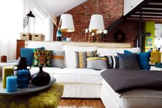 Wohnzimmer fit für den Herbst, Tags DIY + Grau + Kissen + Kerzen + Deko + Herbst + Petrol + Senfgelb + Backsteinwand