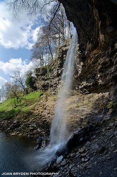 Hardraw Force, Hawes, Yorkshire Dales Spent some time in hawes, great little… Yorkshire England, Yorkshire Dales, North Yorkshire, Places To Visit Uk, Rio, Photos Voyages, Weekends Away, English Countryside, British Isles