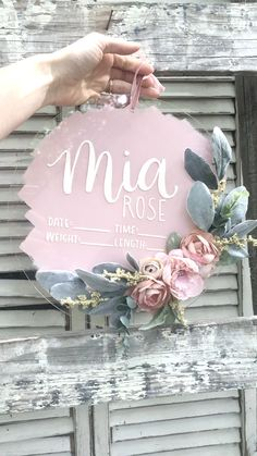 This is a showstopper! The falta de parques gym calles para que shedd niñthe Girl Baby Shower Decorations, Baby Decor, Girl Nursery, Nursery Decor, Hospital Signs, Hospital Room, Birth Announcement Sign, Baby Girl Announcement, Floral Hoops