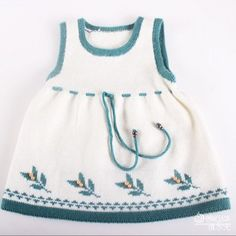 Hello Kitty intarsia sweater d Kids Knitting Patterns, Baby Sweater Knitting Pattern, Knitting For Kids, Baby Girl Patterns, Knitted Baby Clothes, Baby Cardigan, Baby Kind, Diy Dress, Baby Sweaters