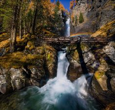Little rainbow - I had to superimpose three shots at 16mm to resume the whole cascade of Saent high in the Val di Rabbi; it is impossible to move back more than that because behind where I took the photo there is another vertical wall where it flows the waterfall.