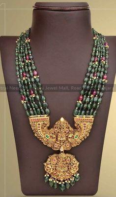 Gold Temple Jewellery, Gold Jewellery Design, Bead Jewellery, Pendant Jewelry, Beaded Jewelry, Beaded Necklace, Kerala Jewellery, Antique Jewellery, Rhinestone Jewelry