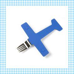 Zoeeeeffff, daar komt een vliegtuig met een hapje eten! Airfork One krijgt alle kinderen aan het eten! Leuk kinderbestek.  http://dekinderkookshop.nl/product/vliegtuigvork-airfork-one/