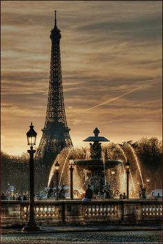 Fontaine Place de la Concorde with Eiffel Tower in the background ~ Paris, France Places Around The World, The Places Youll Go, Places To See, Concorde, Paris Travel, France Travel, Usa Travel, Luxury Travel, Italy Travel