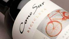 Image copyright                  Cono Sur                  Image caption                     Los vinos Bicicleta serán los patrocinadores del Tour de Francia hasta 2017.   Puede costar tan sólo unos US$3 y es cultivado a unos 11.700 kilómetros de distancia, lo que no ha impedido al vino chileno Bicicleta convertirse en 2016 en el caldo oficial del Tour de Francia. La marca chilena podrá así aprovechar la vitrina comercial que ofrece la carrera ciclíst