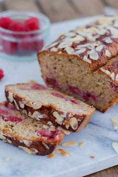 Frisse limoenbananencake met frambozen - Zoetrecepten