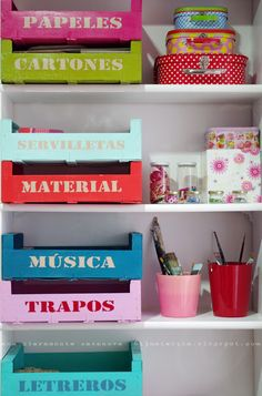Reciclar, Reutilizar y Reducir : Fabulosas ideas para reutilizar cajas de madera Diy Rangement, Fruit Box, Fruit Crates, Ideas Para Organizar, Color Crafts, Diy Storage, Storage Crates, Smart Storage, Room Organization