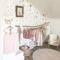 Picture by: @apellebacken ◻️◽️▫️✨▫️◽️◻️ ••••••••••••••••••••••••••••••••••••••• Follow @baby_and_kidsroom_inspo for more ••••••••••••••••••••••••••••••••••••••• #mittbarnerom#interiorbaby#nursery#nurserydecor#nurseryinspo#nurserydetails#interiordream1#kidzinteriors#babystyleinspo#smabarnsinspo#barnasverden#interior4you#interior2love#barneromrepost#nordickidsliving#barnensrum#finabarnsaker#hem_inspiration #baby_and_kidsroom_inspo #tapfordetails