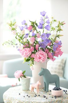 sommerblumenstrauss mit pfingstrosen und marienglockenblumen wunderschön-gemacht