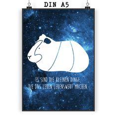 Poster DIN A5 Meerschweinchen aus Papier 160 Gramm  weiß - Das Original von Mr. & Mrs. Panda.  Jedes wunderschöne Motiv auf unseren Postern aus dem Hause Mr. & Mrs. Panda wird mit viel Liebe von Mrs. Panda handgezeichnet und entworfen.  Unsere Poster werden mit sehr hochwertigen Tinten gedruckt und sind 40 Jahre UV-Lichtbeständig und auch für Kinderzimmer absolut unbedenklich. Dein Poster wird sicher verpackt per Post geliefert.    Über unser Motiv Meerschweinchen  Das Meerscheinchen gehört…