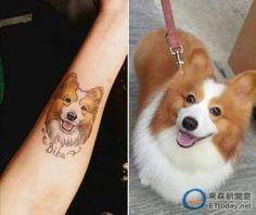 亡き愛犬の入れ墨を入れる人々