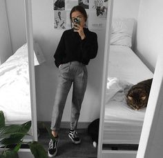 comfy and casual work school sixth form outfit ideas grunge outfit inspiration mirror selfie pose College Outfits, Outfits For Teens, Trendy Outfits, Winter Outfits, Summer Outfits, Fashion Outfits, Formal Outfit For Teens, School Outfits, Day Out Outfit Casual