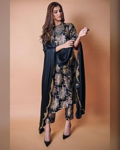 Bollywood's Newbie Tara Sutaria Is Giving Major Fashion Inspiration To 2020 Brides!, Bollywood's Newbie Tara Sutaria Is Giving Major Fashion Inspiration To 2020 Brides! Bollywood's Newbie Tara Sutaria Is Giving Major Fashion Inspiratio. Pakistani Fashion Party Wear, Indian Fashion Dresses, Pakistani Dresses Casual, Dress Indian Style, Pakistani Dress Design, Fashion Clothes, India Fashion, Fashion 2020, Beautiful Pakistani Dresses