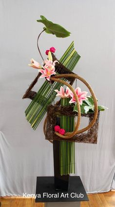 Contemporary Flower Arrangements, Creative Flower Arrangements, Tropical Floral Arrangements, Christmas Floral Arrangements, Ikebana Arrangements, Flower Centerpieces, Flower Show, Flower Art, Unique Flowers