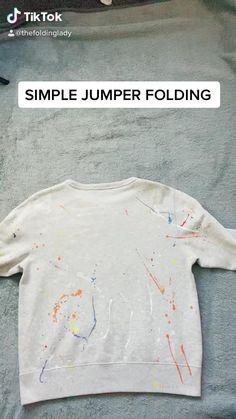 Diy Clothes Life Hacks, Diy Clothes And Shoes, Clothing Hacks, How To Fold Jeans, Closet Hacks, How To Fold Towels, Diy Fashion Hacks, 5 Minute Crafts Videos, Everyday Hacks