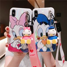 Donald Duck Daisy-Mickey and Minnie Mouse-Hello Kitty-Winnie The Poo-Stich-Cony-Pig iPhone Case Iphone 8 Plus, Iphone 7, Pink Iphone, Coque Iphone, Modelos Iphone, Winnie The Poo, Iphone Cases Disney, Airpod Case, Doll Stands