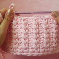 Kapaklı sepetlerimin model yapımı Deneyecek olanlara şimdiden kolay gelsin sormak istedikleriniz varsa mesaj göndermeniz yeterli 2li kapaklı sepet takımı için örmeye devamm . . #örgüsepet #örgüsepetyapımı #yapılış #videoluanlatım #video #handmade #knitting #crochet #creative #hobi #elişi #love #instagood #instalike #istanbul #izmir #ankara