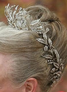The Royal Order of Sartorial Splendor: Tiara Thursday: The Floral Aigrette Tiara