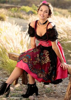 German Dirndl Dress for Women including Bavarian, Vintage and Oktoberfest Dirndl style. Our Collection of Dirndl Apron and Blouse in cheap prices Drindl Dress, Maid Dress, Oktoberfest Outfit, German Costume, Beer Girl, German Women, Feminine Dress, Traditional Dresses, Sexy Women