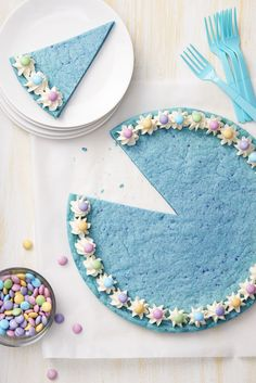 Blue Raspberry Cookie Cake with M&M'S - Get in the mood for spring with this fruity tasting cake.