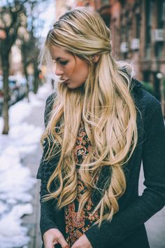Long curly blonde hair, gold blonde hair, preppy hairstyles, long h Preppy Hairstyles, Messy Hairstyles, Blonde Hairstyles, Boho Hairstyles For Long Hair, Stylish Hairstyles, Medium Hairstyle, Black Hairstyle, Romantic Hairstyles, Summer Hairstyles